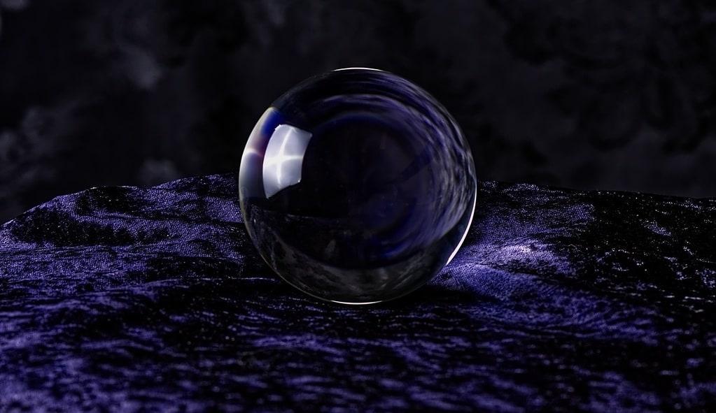 La boule de cristal : tout savoir sur ce support de voyance
